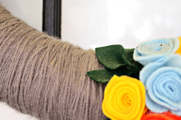 how to clean your yarn wreath : like a saturday